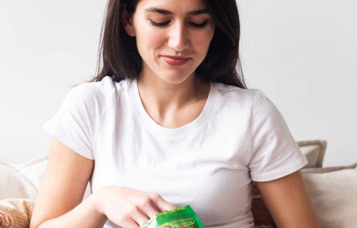 Das Naschen von kalorienreichen Lebensmitteln kann hohe Dosen von Dopamin freisetzen.