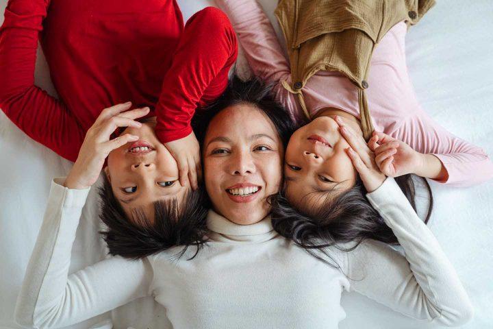 Zuneigung einer Mutter für ihre Kinder - Photo by Ketut Subiyanto from Pexels
